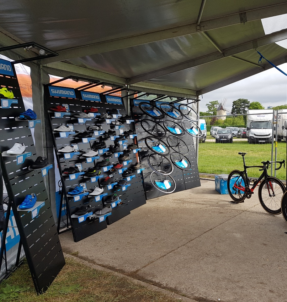 Shimano cycle wheels shoes displays 3