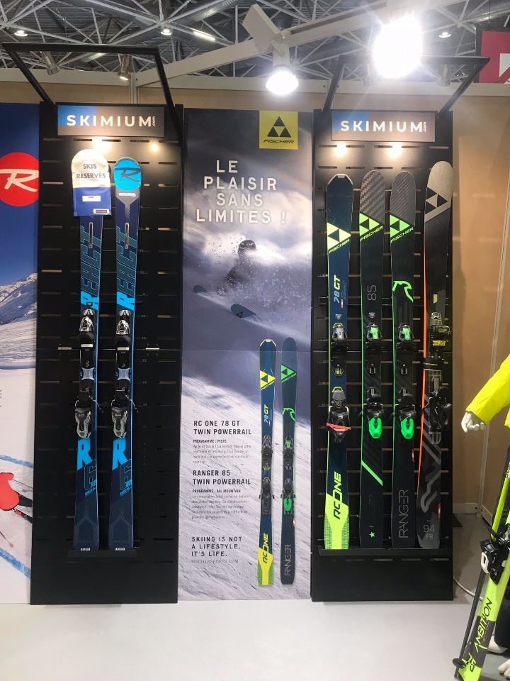 Skimium skis shoes displays 4