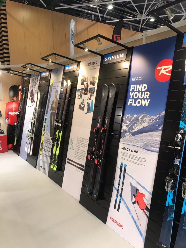 Skimium skis shoes displays 5