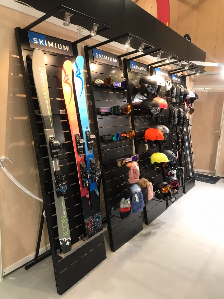 Skimium skis shoes displays 6
