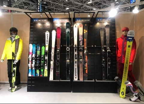 Skimium skis shoes displays