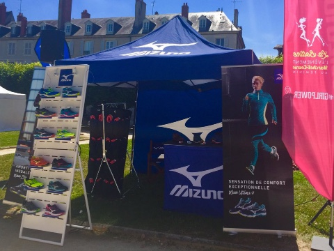 Mizuno shoes displays