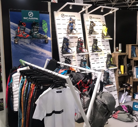 Scarpa skis shoes displays