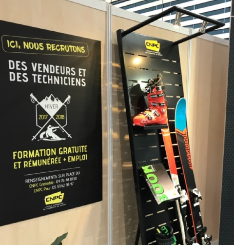 CNPC ski shoes documentation display